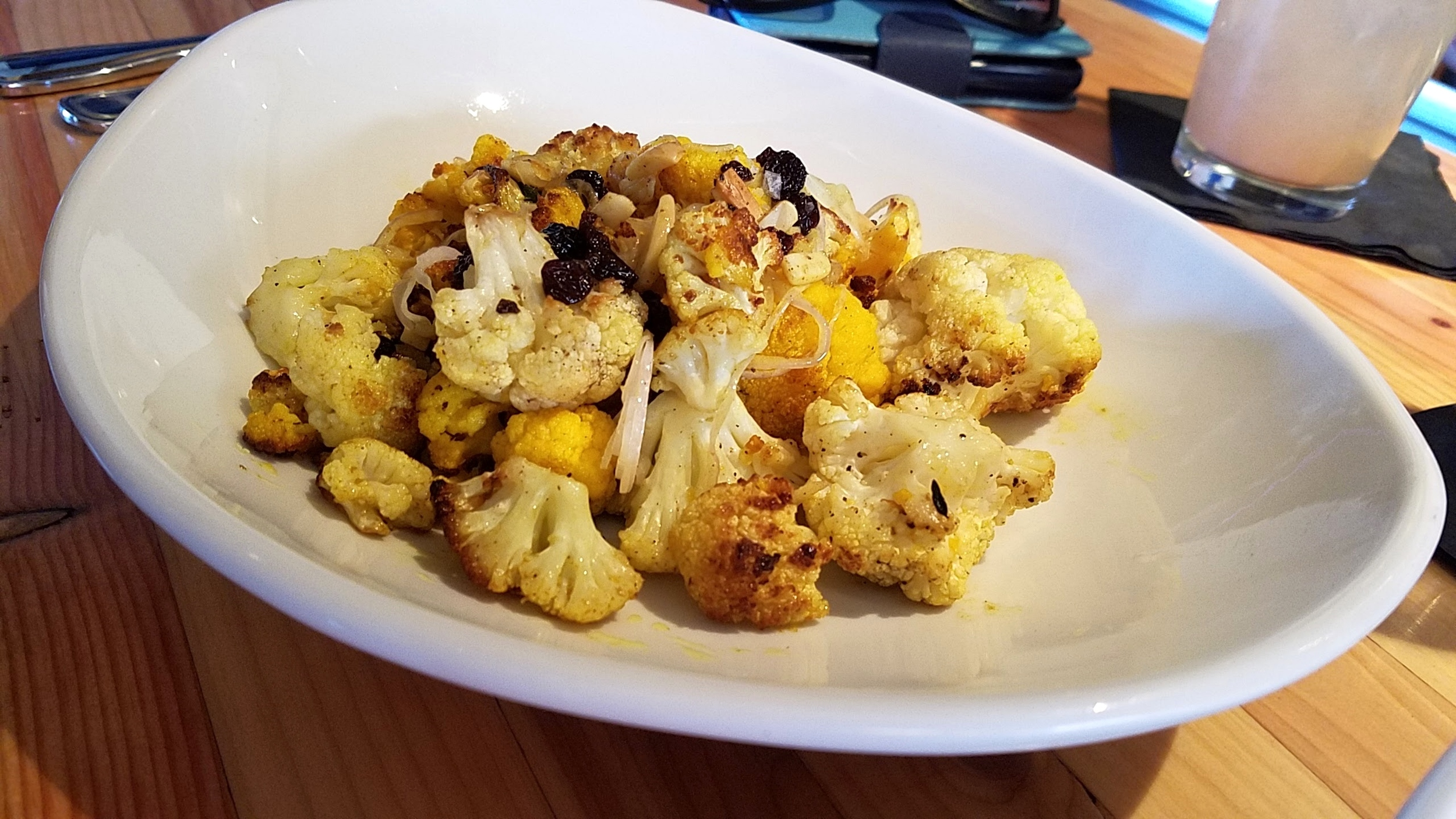 Cauliflower with currants and almonds