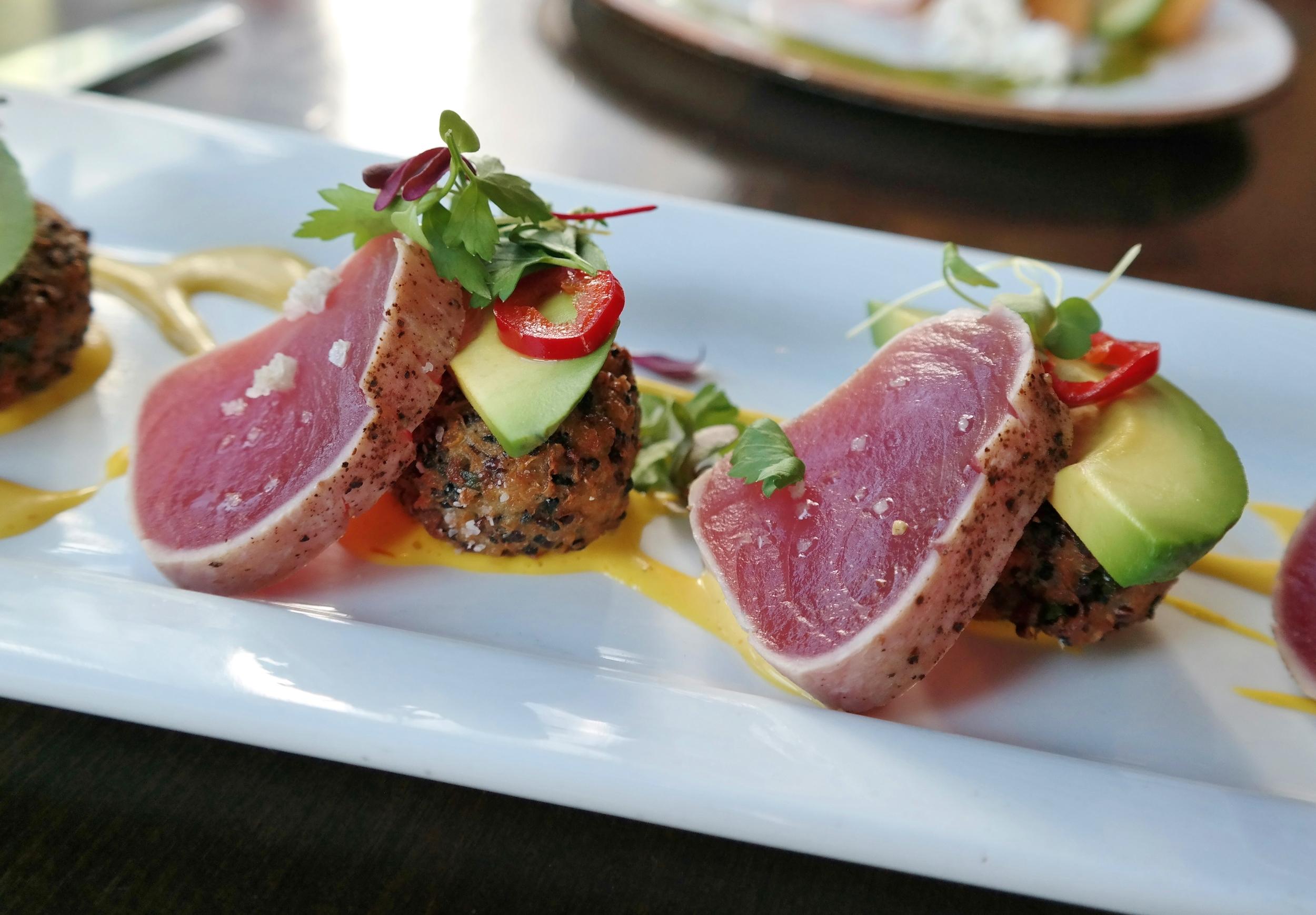Tuna with quinoa and avocado