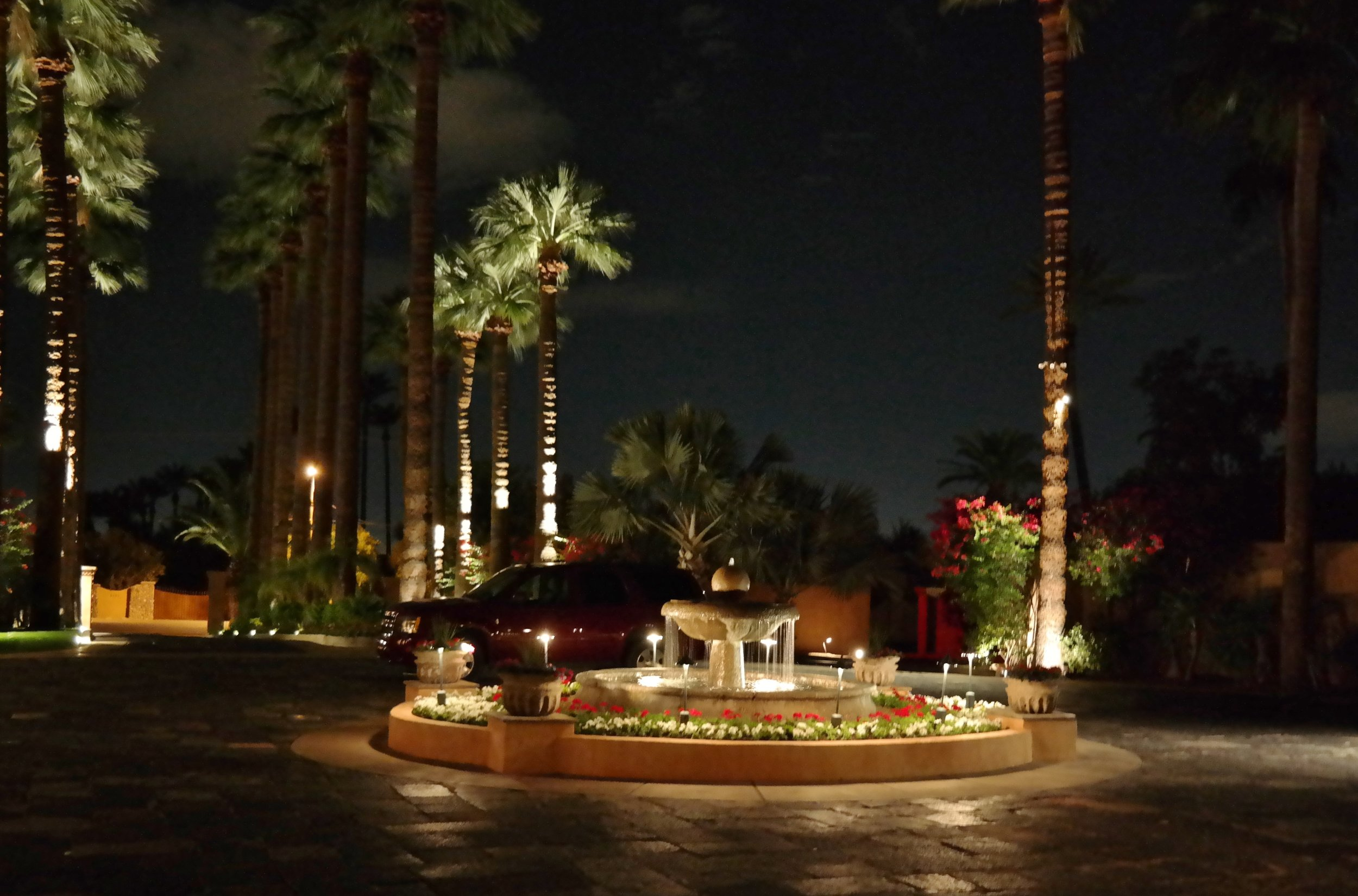 The Royal Palms Resort drive as we leave a wonderful evening