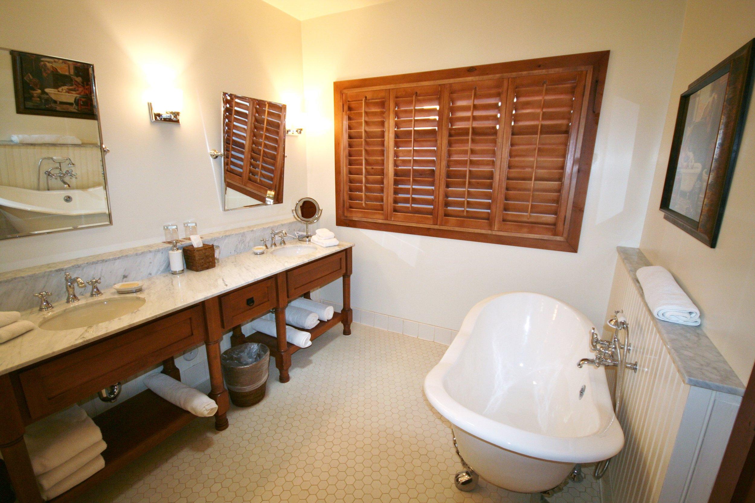 Hermosa Inn Deluxe Casita Bathroom