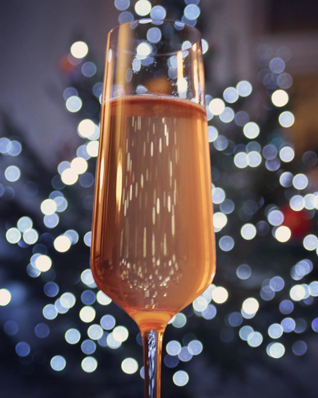 If you're still hunting for your New Year's Eve bubbles, look no further than Pét Nat! Link in bio for an intro to natural sparkling wines! #newyearseve #cloudybubbles #petnat