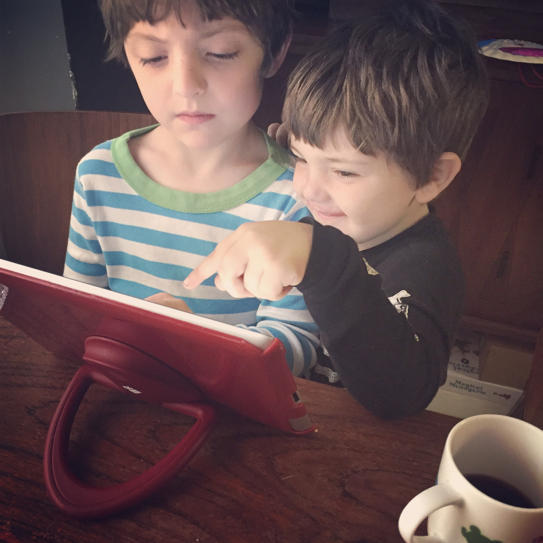 Zephyr teaching Lyric how to use Hopscotch