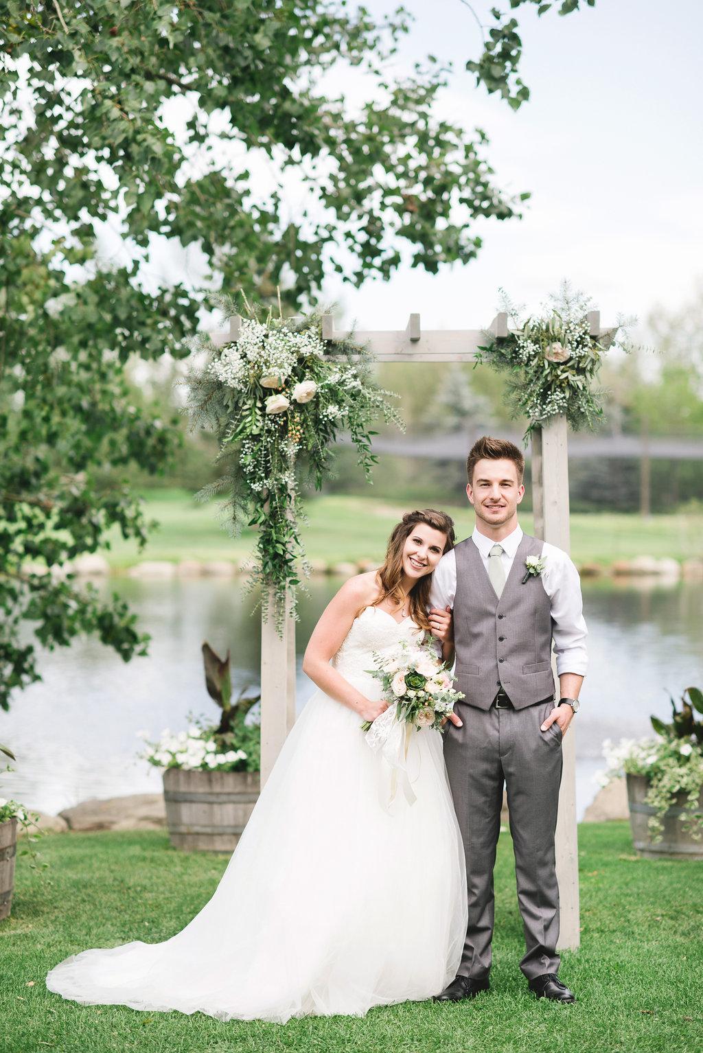 Calgary wedding arbour boutonnière and brides bouquet