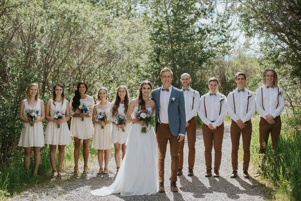 full wedding party bouquet and boutonnières