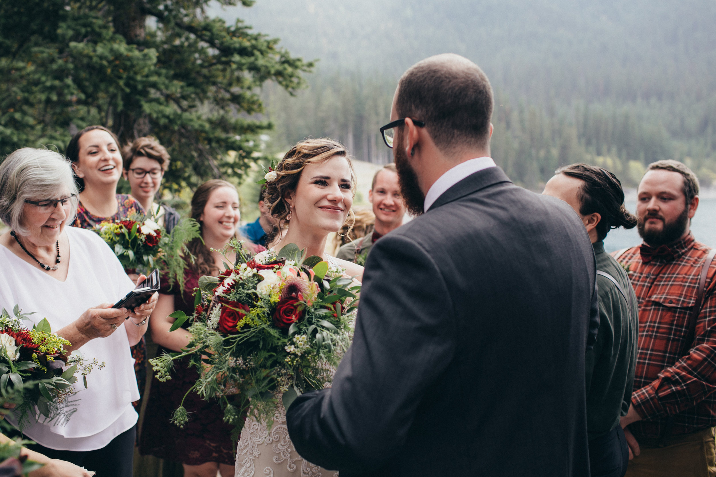 affordable florist based in calgary making wedding flowers