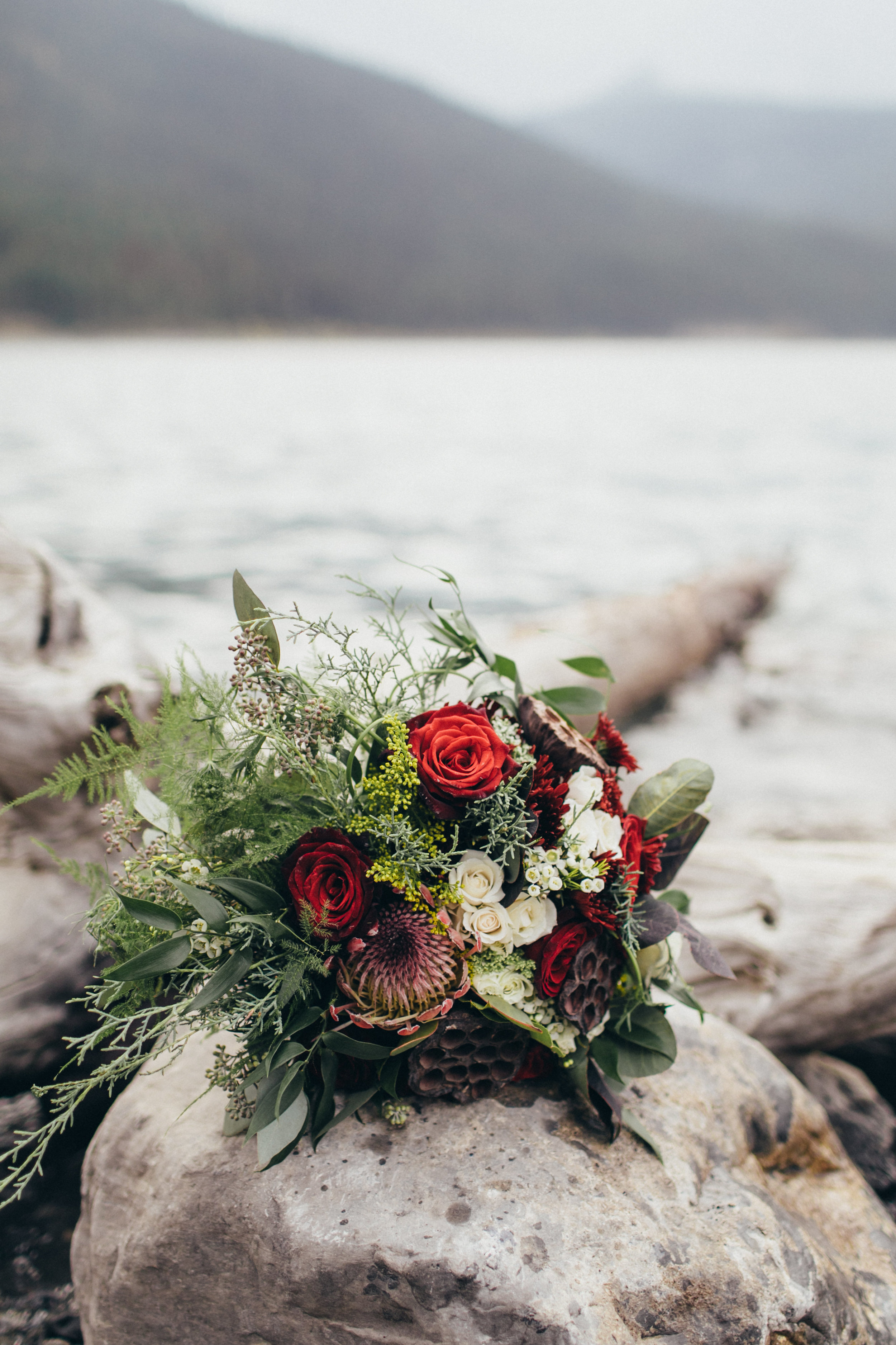 bridal bouquet for wedding flowers that are rustic and affordable