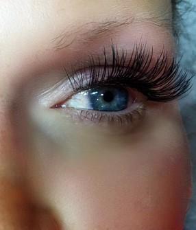 Hybrid Cat Eyelash Extensions