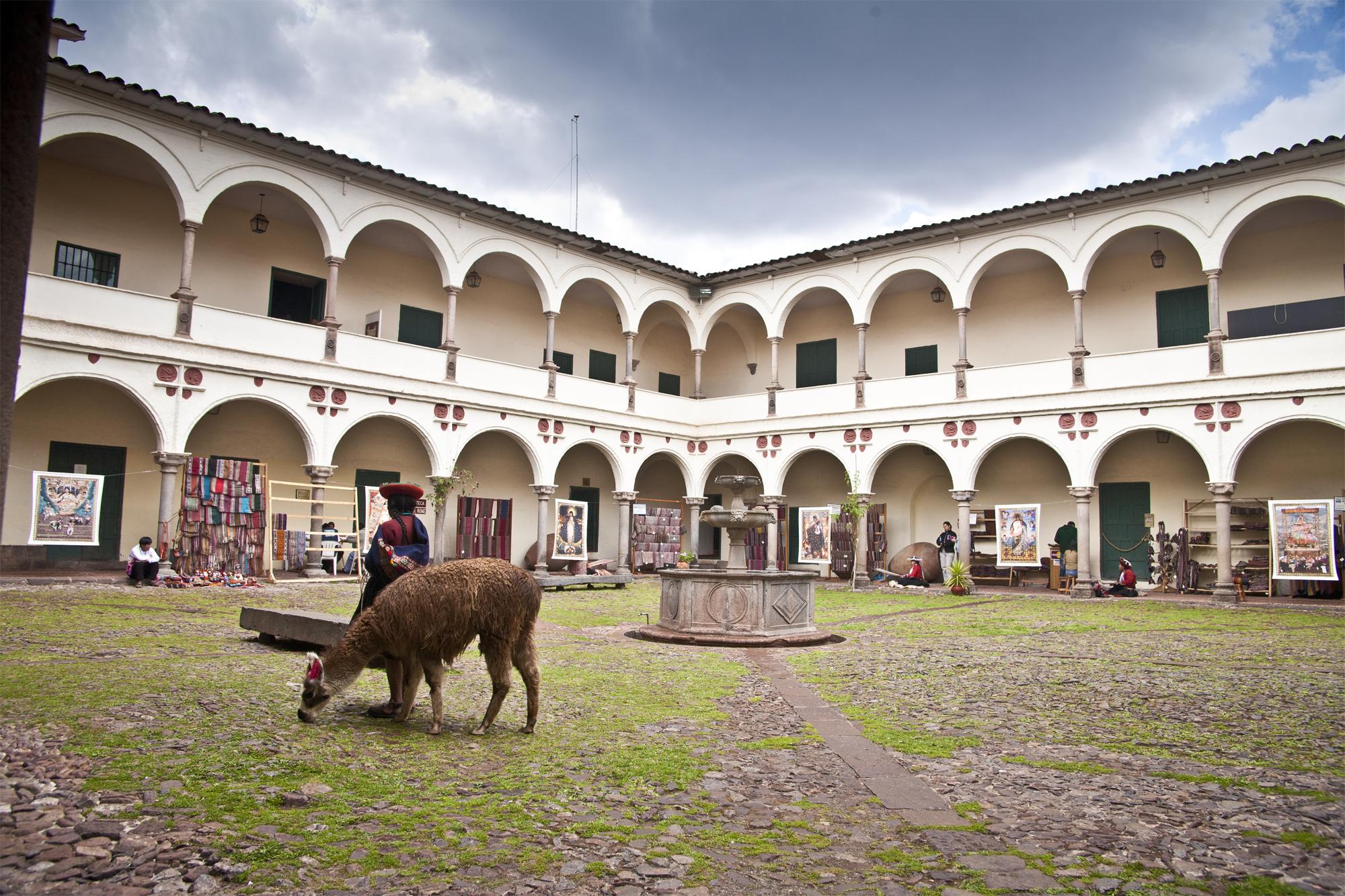 MuseoIncaPatioDia.jpg