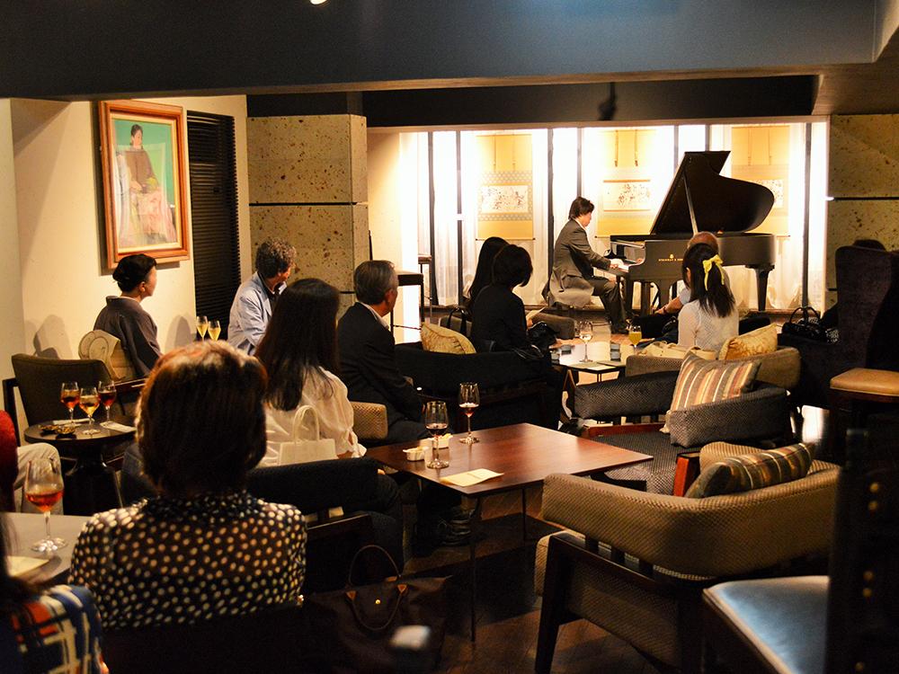 スタインウェイ社製のグランドピアノを使ったコンサ―トを、ワインを楽しみながら (30名のコース&ピアノリサイタル 鈴木謙一郎氏を招いて)