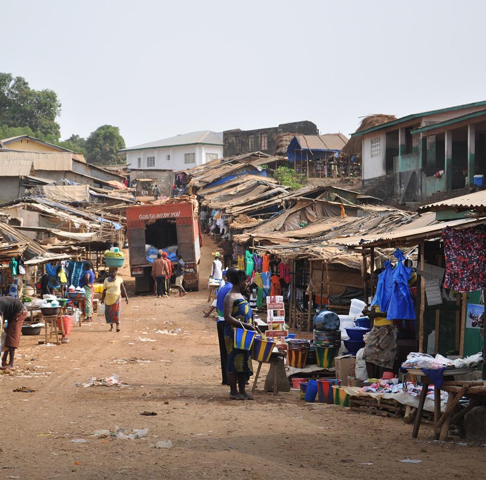 ›Immer, wenn wir einen Menschen aus dem Leben in Armut erlösen, verteidigen wir Menschenrechte.‹ - – Kofi Anan, ehemaliger UN-Generalsekretär