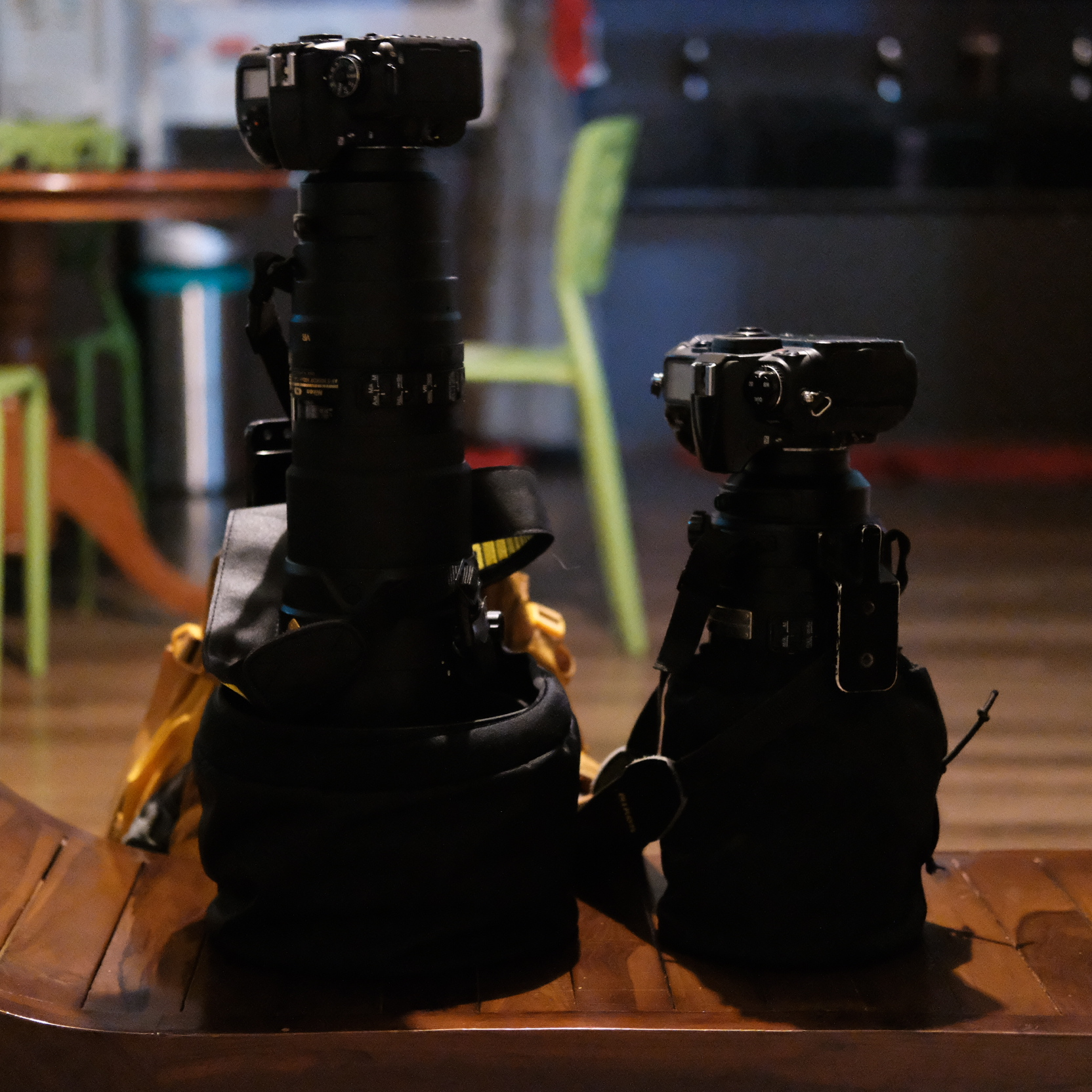 That's the 300mm f/2.8 beast next to the real beast.