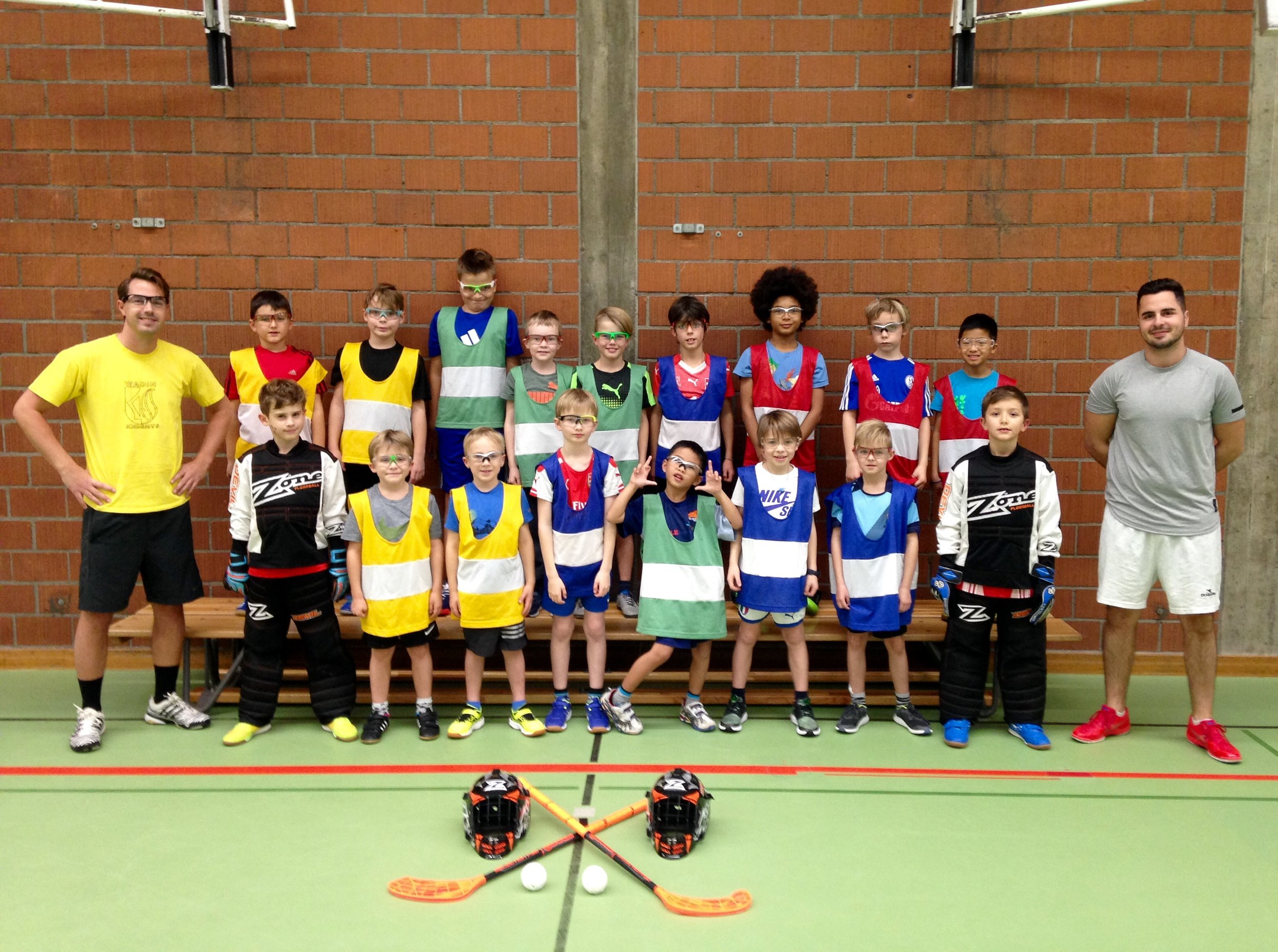 181128 Wadin Knights Bilder Unihockeyschule 5 Gruppe mit T.jpg
