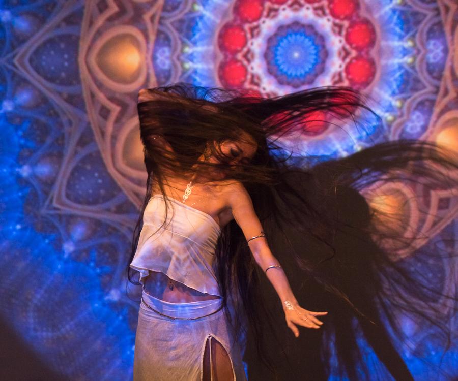 Dancer :Nashaal Photo by Hori