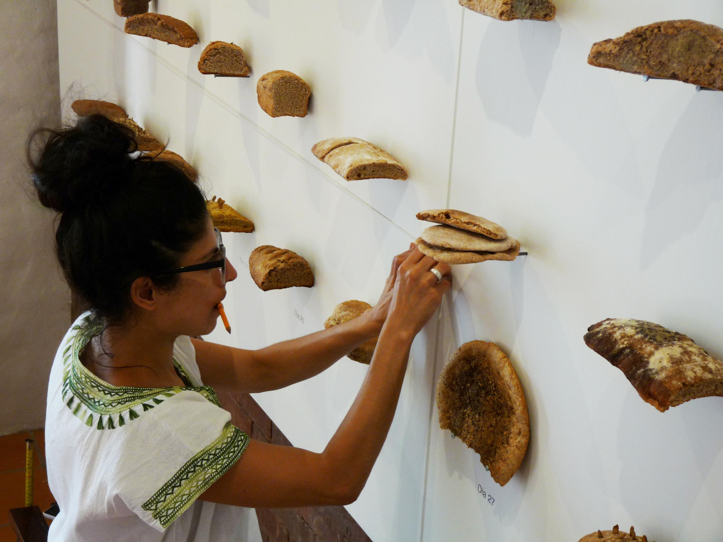"""Katiushka Melo en el montaje de su obra """"El Pan de Cada Día"""". Abril 2015"""