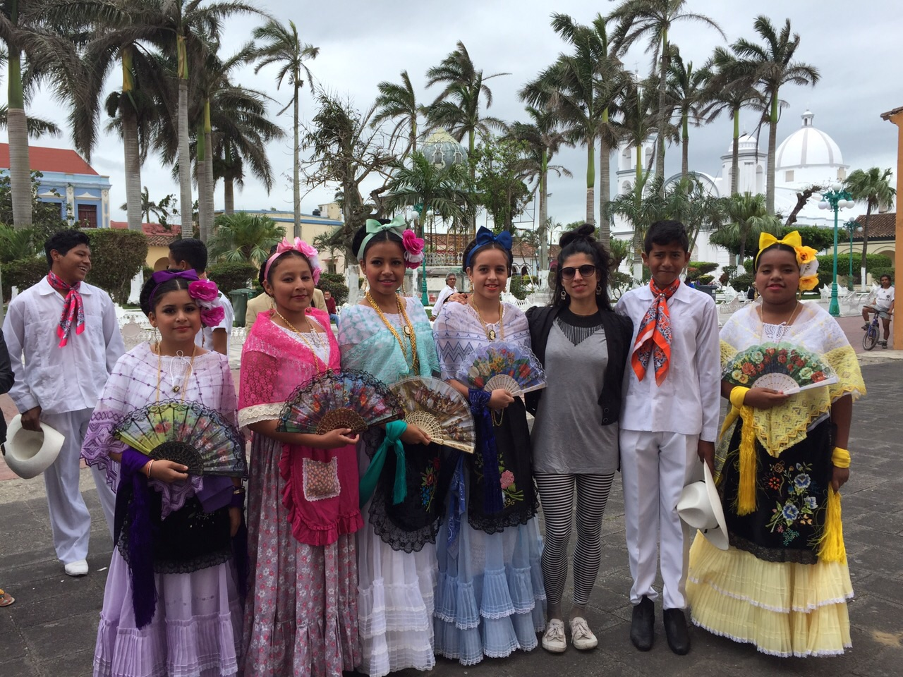 Katiushka y los niños vestidos de Jarochos. Tlacotalpan, Marzo 2015.