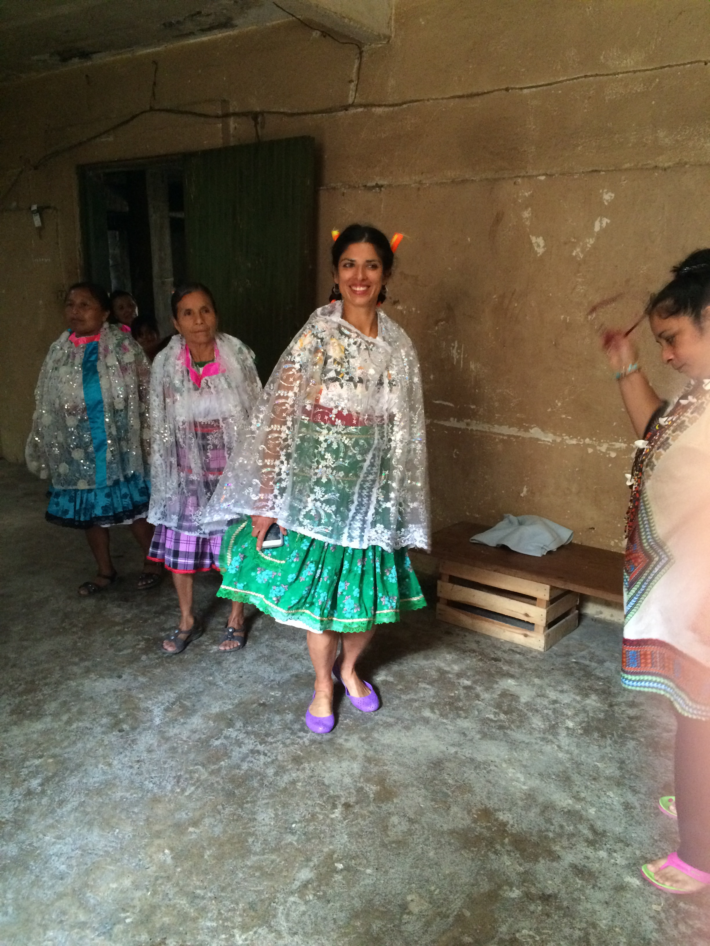 Katiushka vestida con uno de los trajes típicos de las mujeres Totonacas. Filomeno Mata, Mayo 2015.