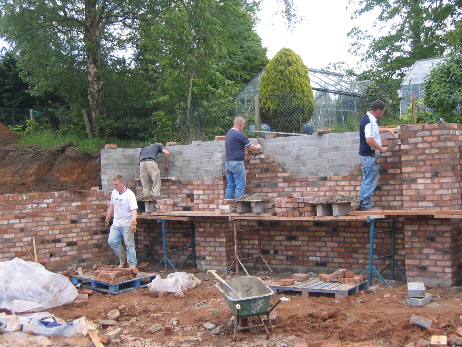 bricklayers building brickwork for garden walls in belfast northern ireland