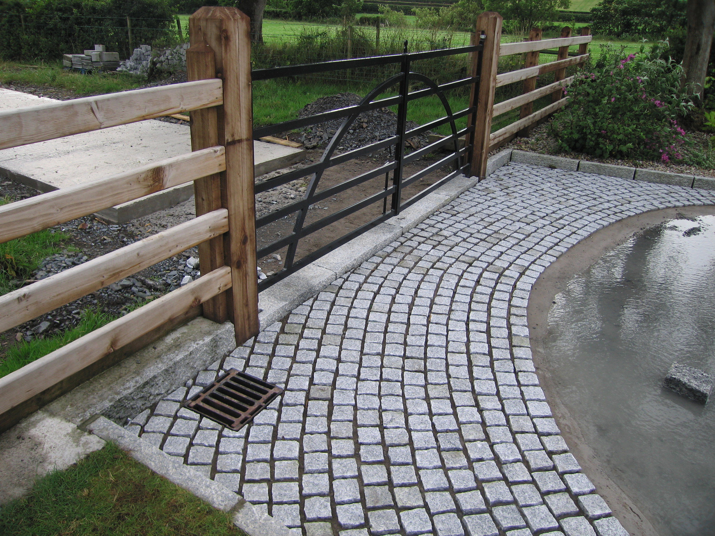 granite setts from ced laid in belfast by contractor dunnlandscapes