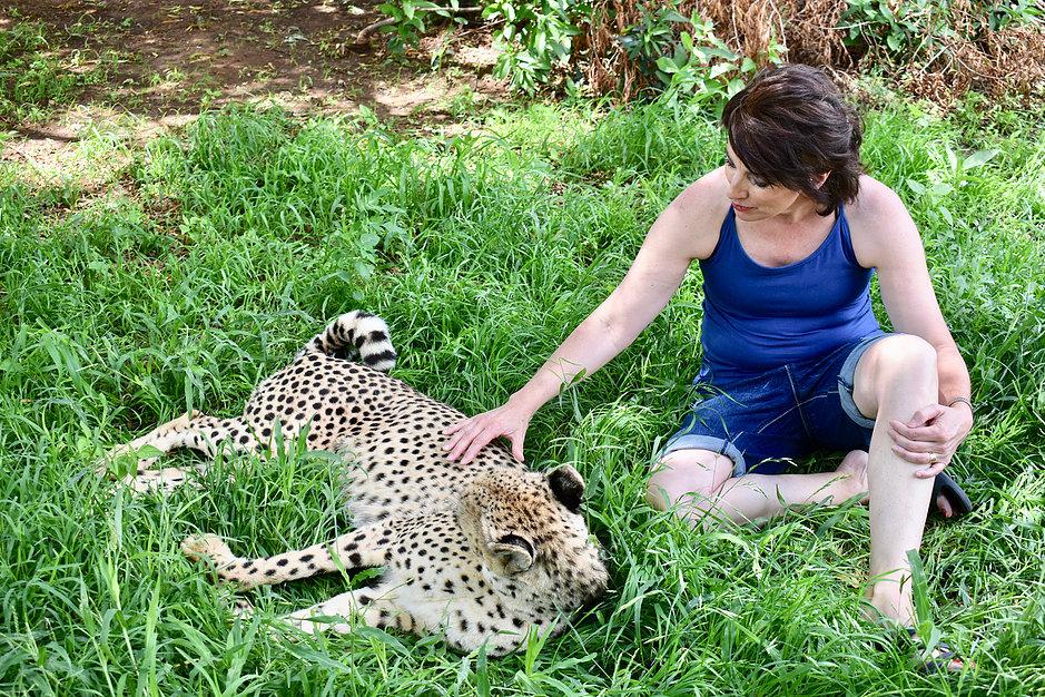 leslie petting cheetah.jpg