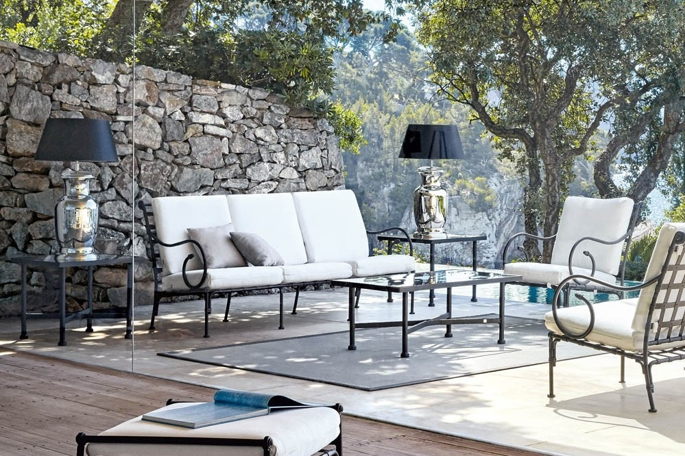 Provence Appeal - Sifas' classical furniture lines draw their inspiration from the atmosphere of Provence and the pure air of the Lubéron Mountains.