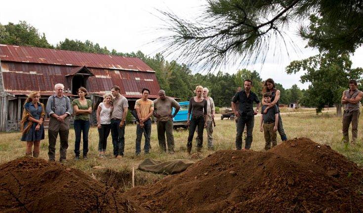 the-walking-dead-season-2-farm-funeral1.jpg