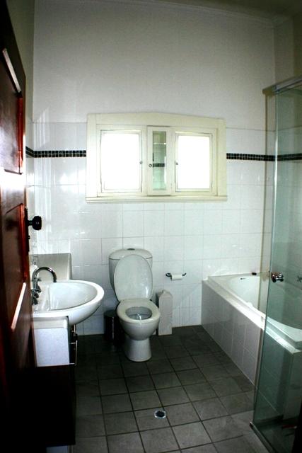 Bathroom with bathtub designs
