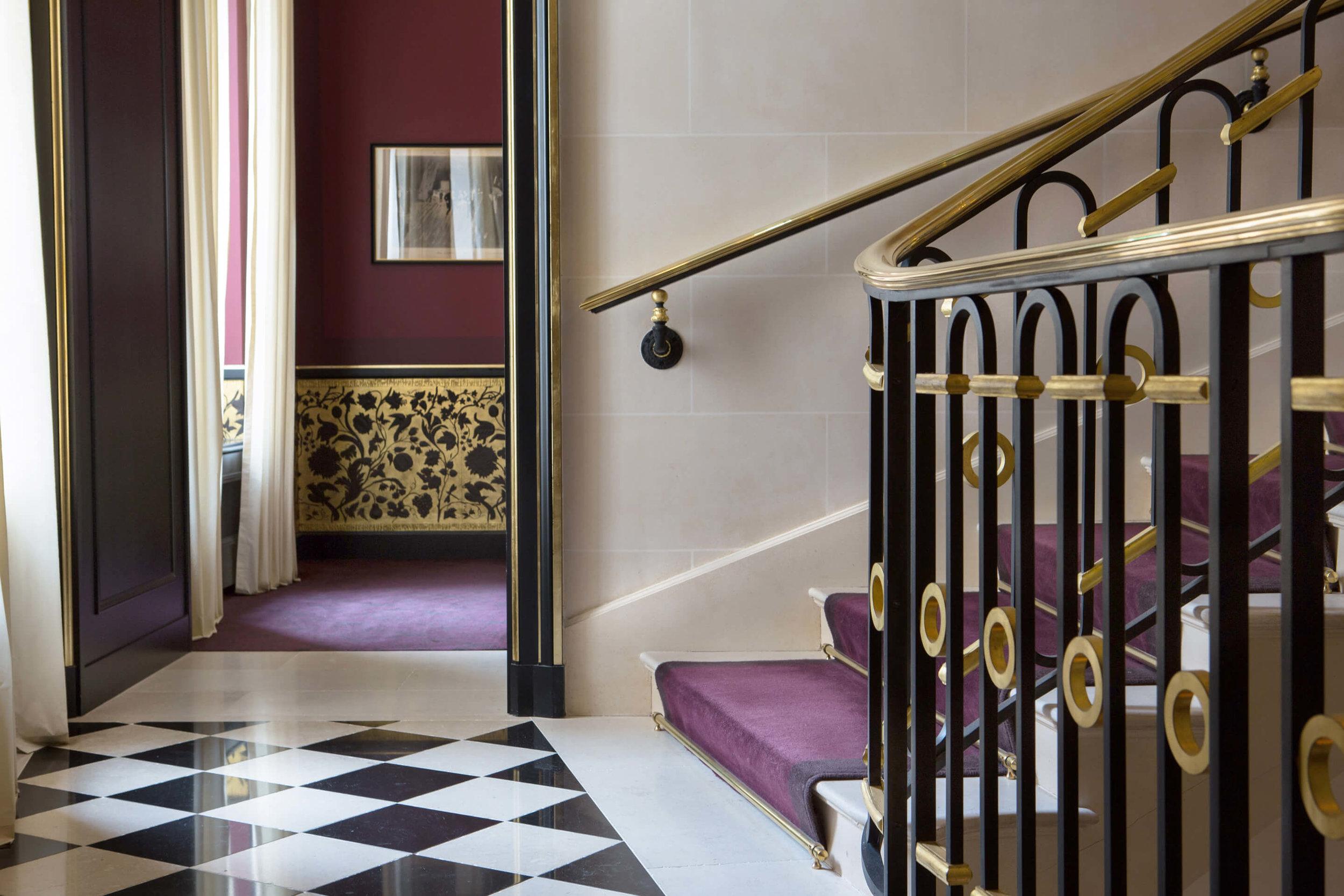 La-Reserve-Paris-lobby.jpg