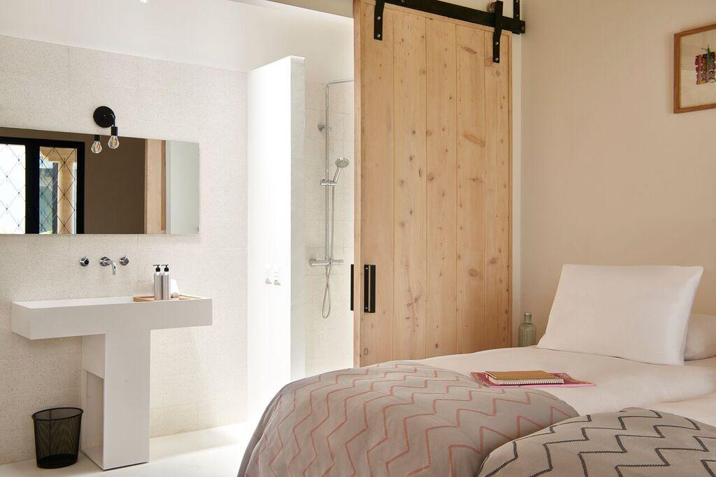 Good Hotel Antigua - Pila bed and bath.jpg