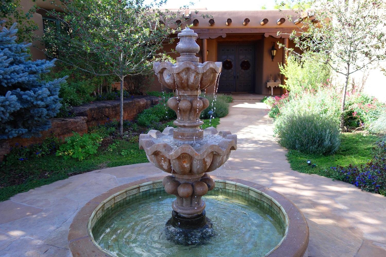 AlyseLansing_Graf(3)_fountain
