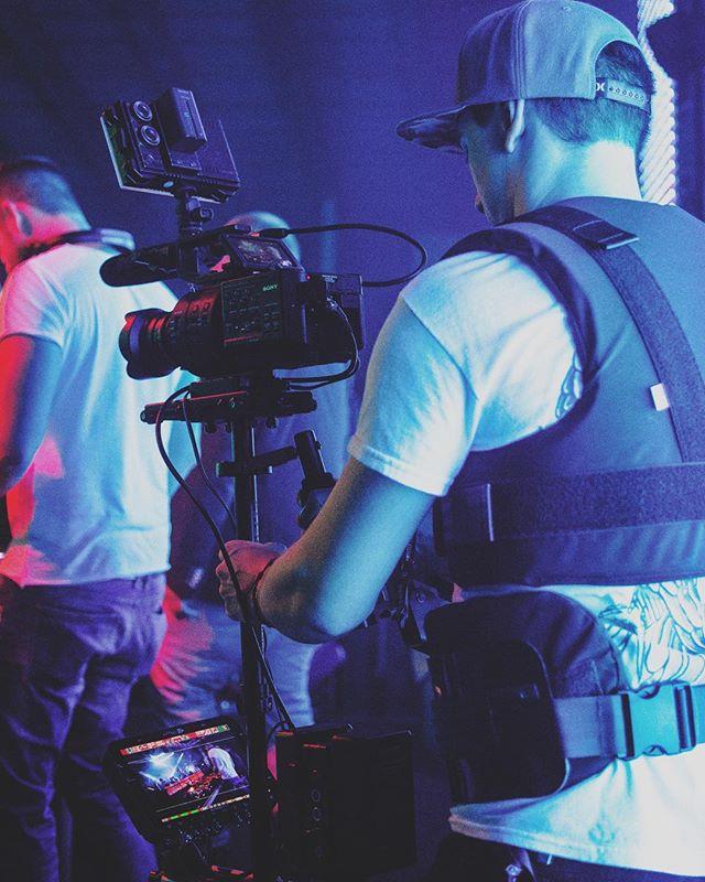 back in the day 🤙🏻 #sony #fs700 #convergentdesign #odyssey #7qplus #custom #glidecam #hd2000 #rig #lemo #power #adaptor #rodemic #ntg2 #fvlight #metabones #speedbooster #ultra #samyang #14mm #t3.1 #deejay #edm #music #videoproduction #bts #cinematography #filmmaking #mycamerasetups #filmmakersworld