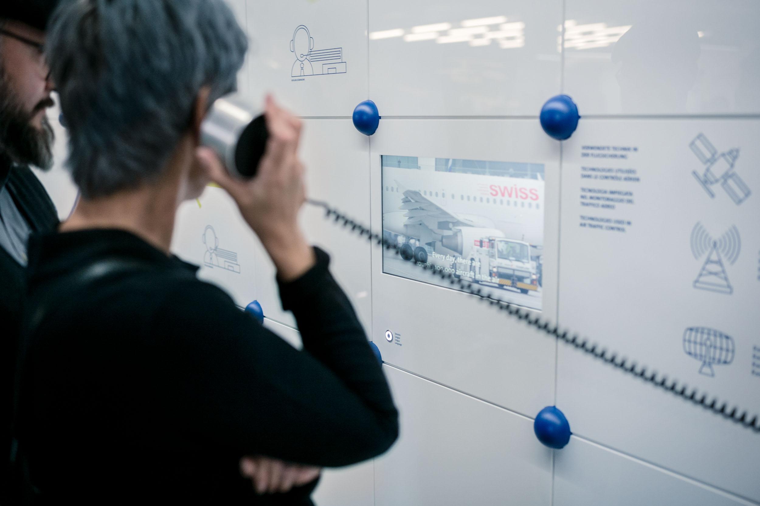 Verkehrshaus der Schweiz    In der Themeninsel im Verkehrshaus können Besucher spielerisch in die Welt der Flugsicherung eintauchen. Auf einer interaktiven Bodenprojektion wird man zu virtuellen Flugverkehrsleiterin / -leiter und kann durch die eigenen Bewegungen sein Flugzeug zu seinem Zielflughafen steuern. Auf ein grossflächiges 3D-Relief wird der Live-Flugverkehr und erklärende Inhalte projiziert. Anhand des Fluges von Zürich nach Genf wird im Detail erklärt, was alles aus Sicht der Flugsicherung passiert und was Skyguide dafür leistet.   2017   Exhibition   Client:  Skyguide and  Swiss Museum of Transport    Concept and Design:  Alltag    Construction: Aproto   Programming/Interaction:  Intolight    Technology:  Auviso    Image credit:  Alltag , Maurus Hofer   Video credit:  Drehtag