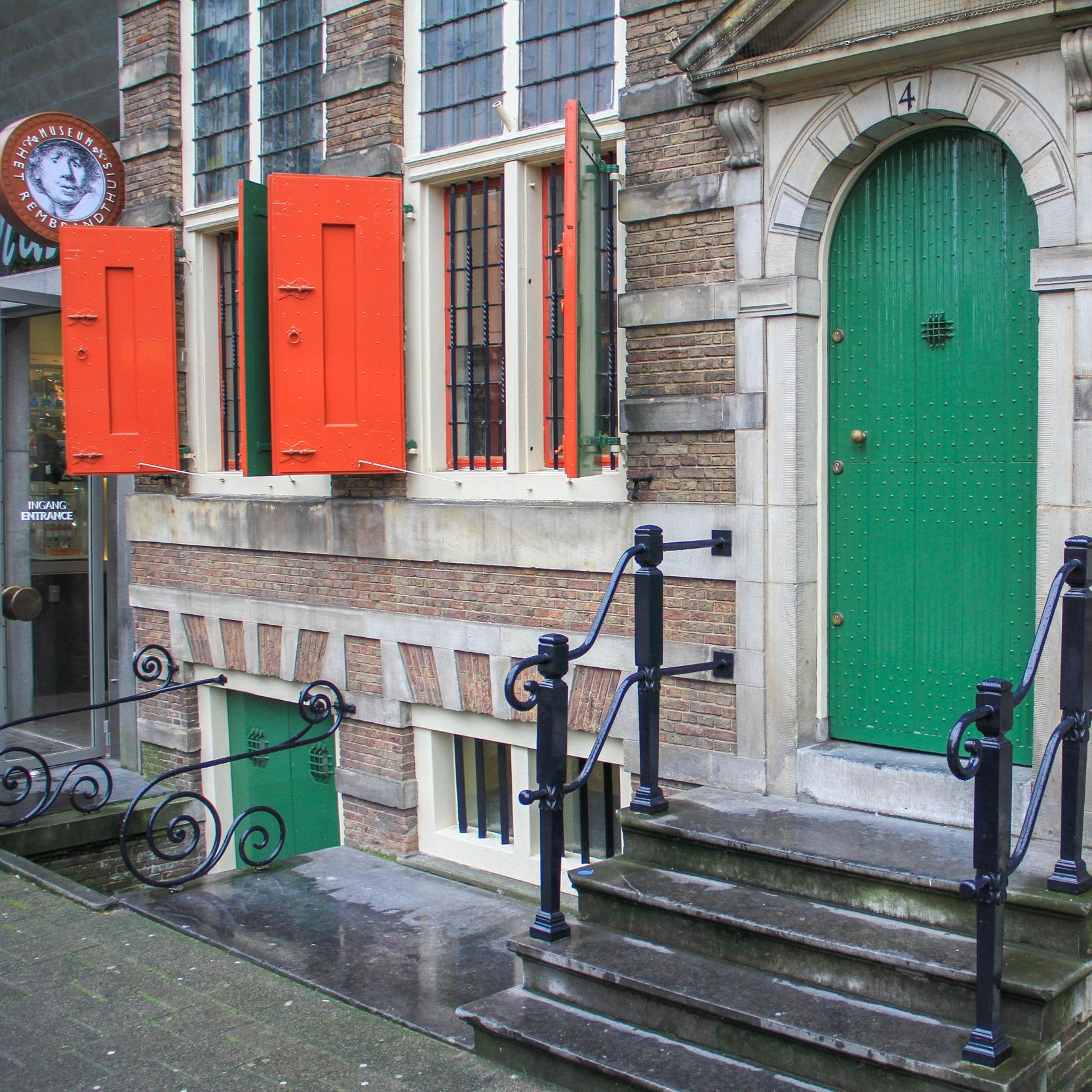 A fachada do prédio onde Rembrandt morou.