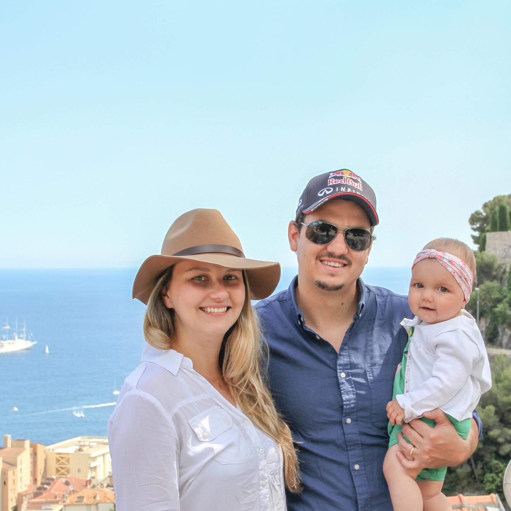 Eu, Max e Olivia do alto de Mônaco.