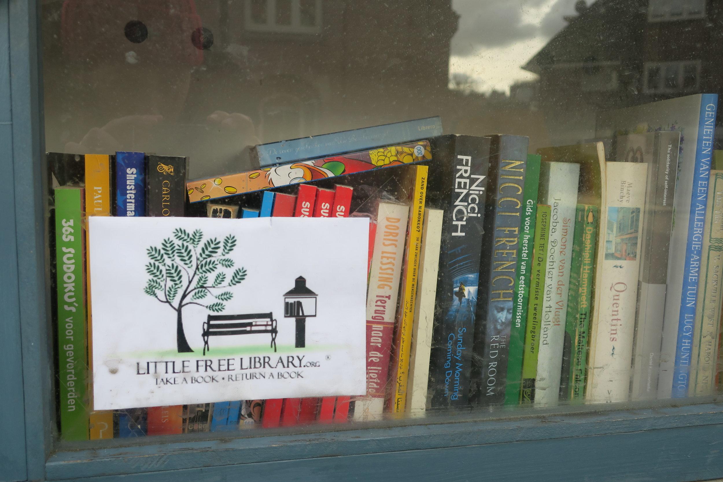 Nessa biblioteca tem livros em holandês e poucos em inglês.