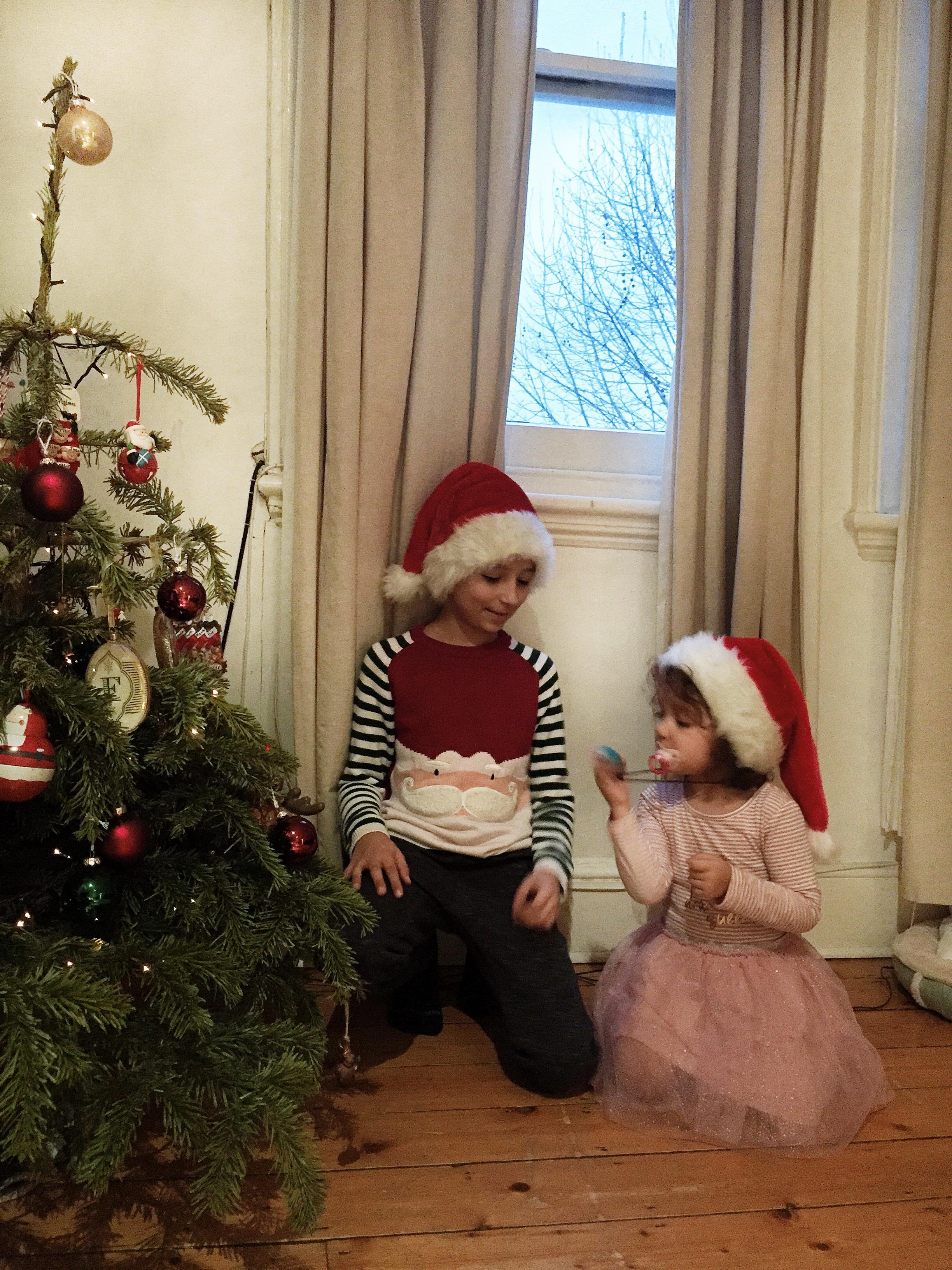 A Olivia e o João no nosso natal.