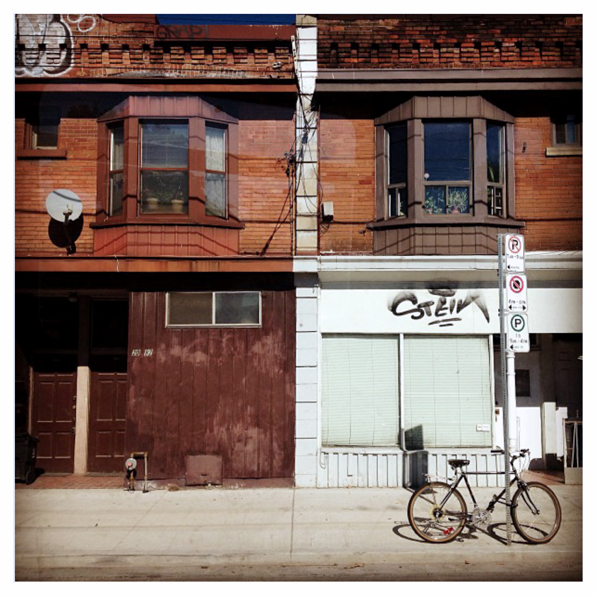 Dundas Street West - October 12, 2012 - Before 12:30PM