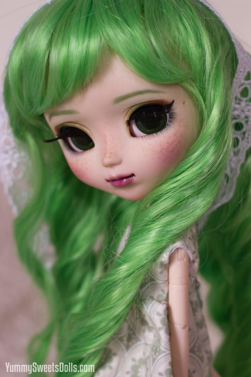 Shamrock Shake Cupcake by Yummy Sweets Dolls