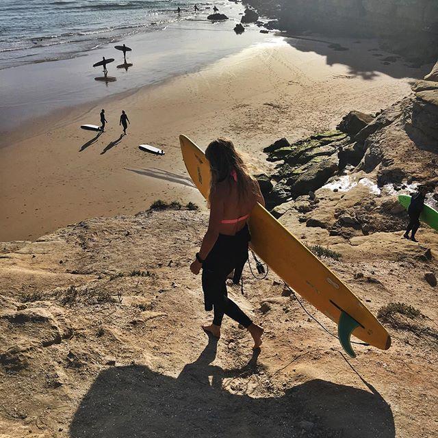 🏄♀️🌊👋🏽 • • • • #dakhla #essaouira #essouira #gonesurfing #surfcamp #surfmorocco #waves #instasurf #surf #surfboard #surfday #surfer #surfers #surfers #surfingislife #surfinglife #surfingmagazine #imsouane #surflifestyle #surfschool
