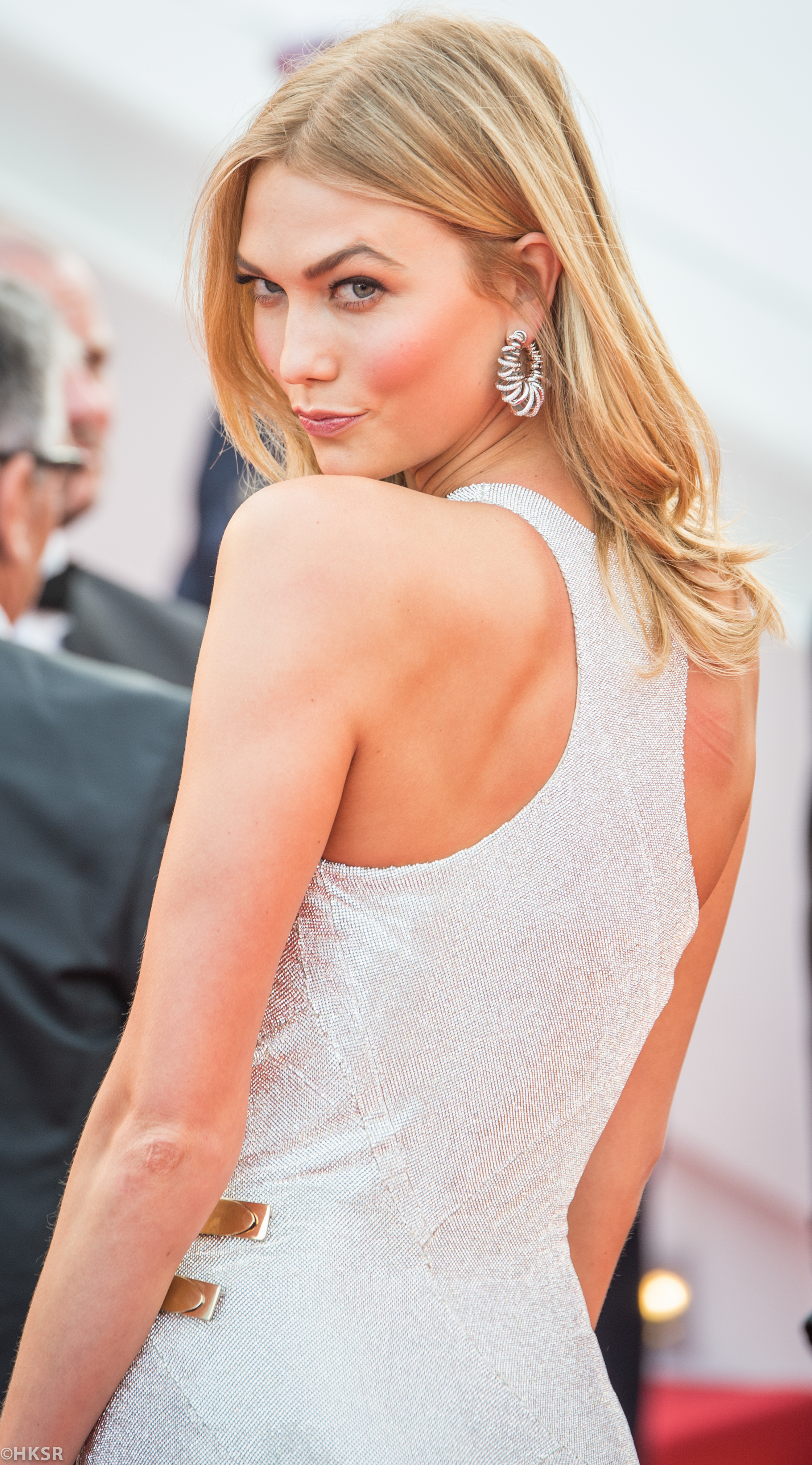Karlie Kloss looked amazing on the red carpet at Cannes 2015
