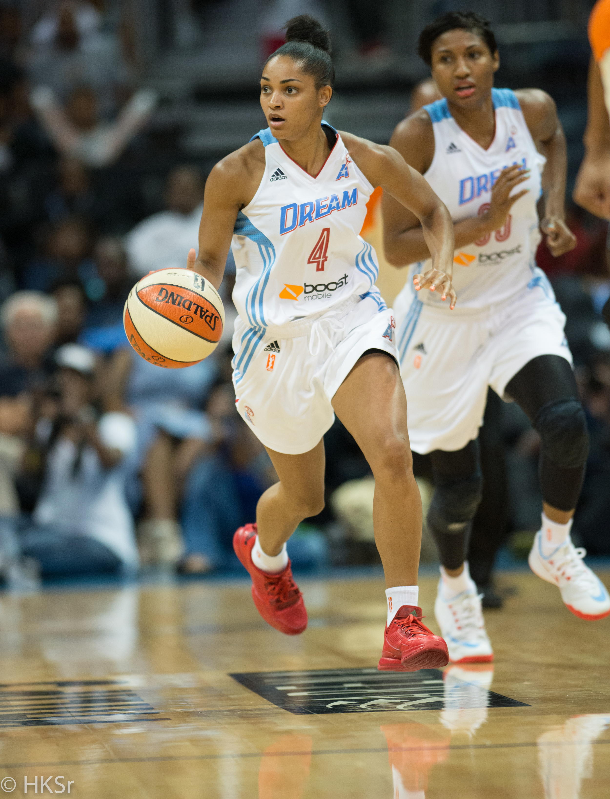 Atlanta Dream #4 Sydney Carter on a fast break
