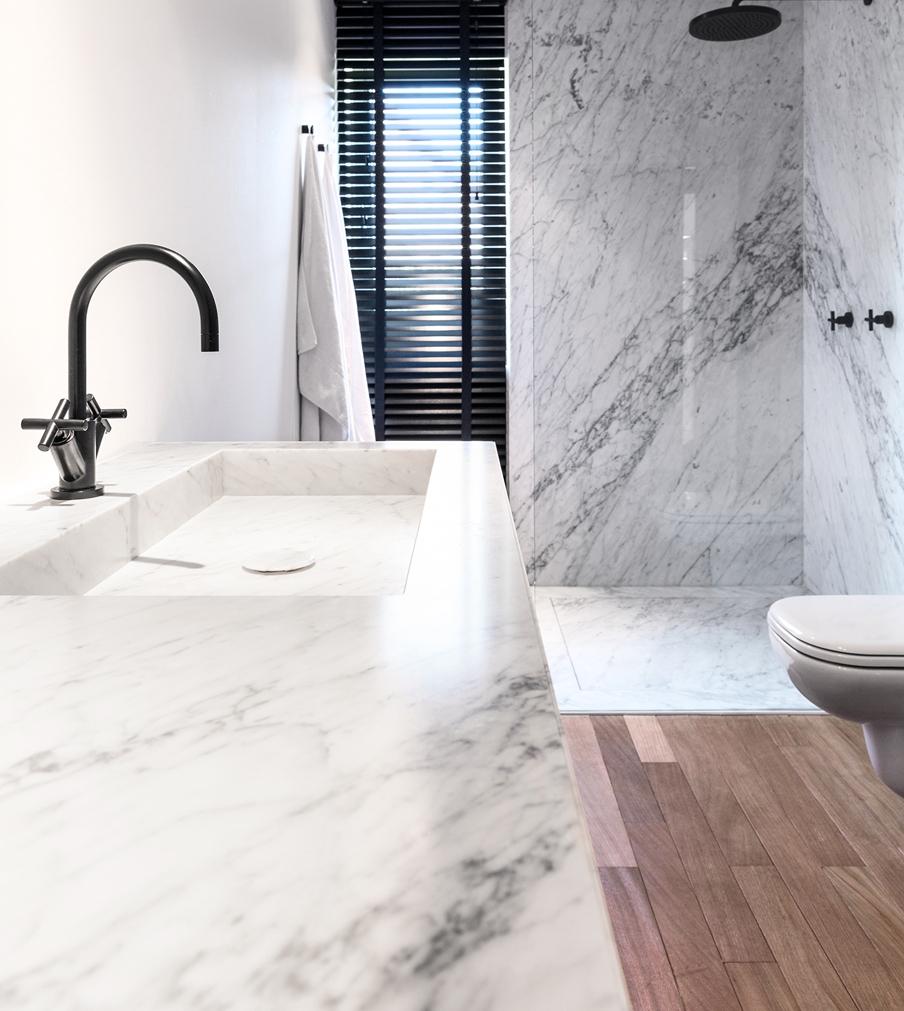 salle-de-bain-marbre-blanc