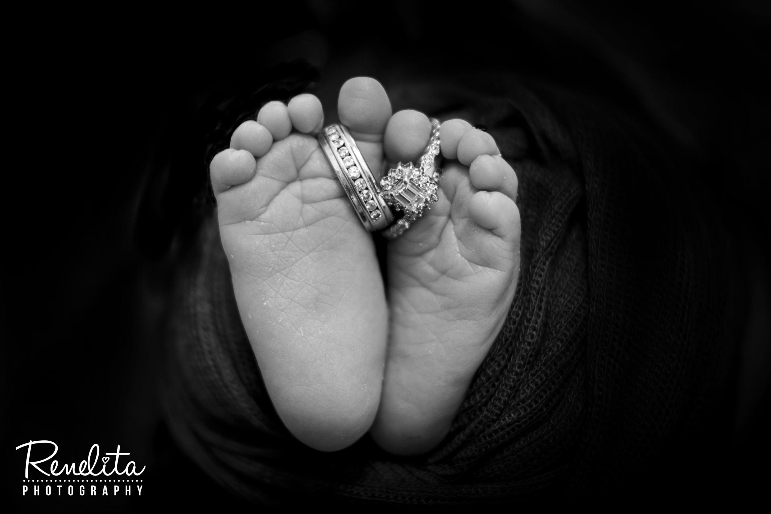newborn feet.jpg
