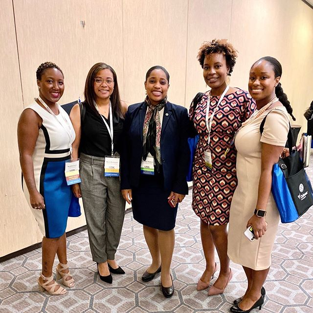 Professional development is an important part of growing in your career. This week I attended my first @nahse1968 conference, an organization whose mission is to increase the representation of black professionals in healthcare leadership. I learned a lot of new strategies for tackling the challenges of working in the healthcare space and heard from renowned speakers like Susan Rice, Andrew Gillum, & Valerie Jarrett and leaders in the healthcare industry. I also had the opportunity to network with professionals from all levels and companies that were mostly new to me. • I've been working to get more involved with the @nyrnahse NY chapter and @nahseypc Young Professional Committee to contribute to the growth, development, and value this organization has to offer. • Getting involved with professional orgs and community orgs is one of the best way to develop your skills outside of work experience. Make sure you are getting involved outside of work to widen your breadth of experience, network across sectors and functions, and give back to those who need it. #cubiclesandcurls #livingcorporate #themuse #careertips