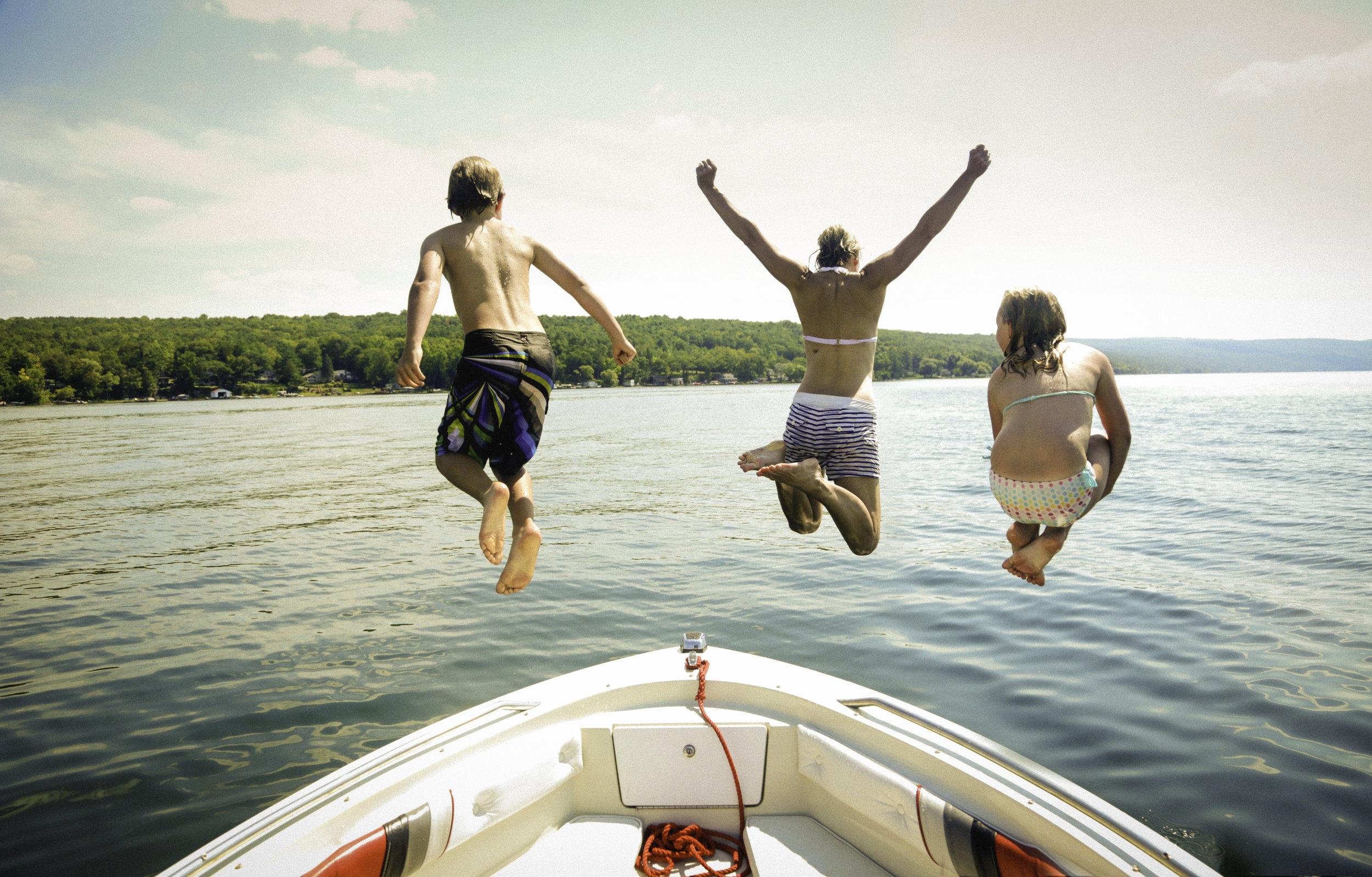 _W1A5547_boat jump_ritathompson.jpg