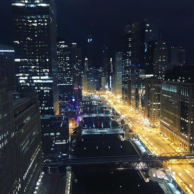 The more time I spend here the more I fall in love with this amazing city! #chicago #downtown #citylife #beautifulnight