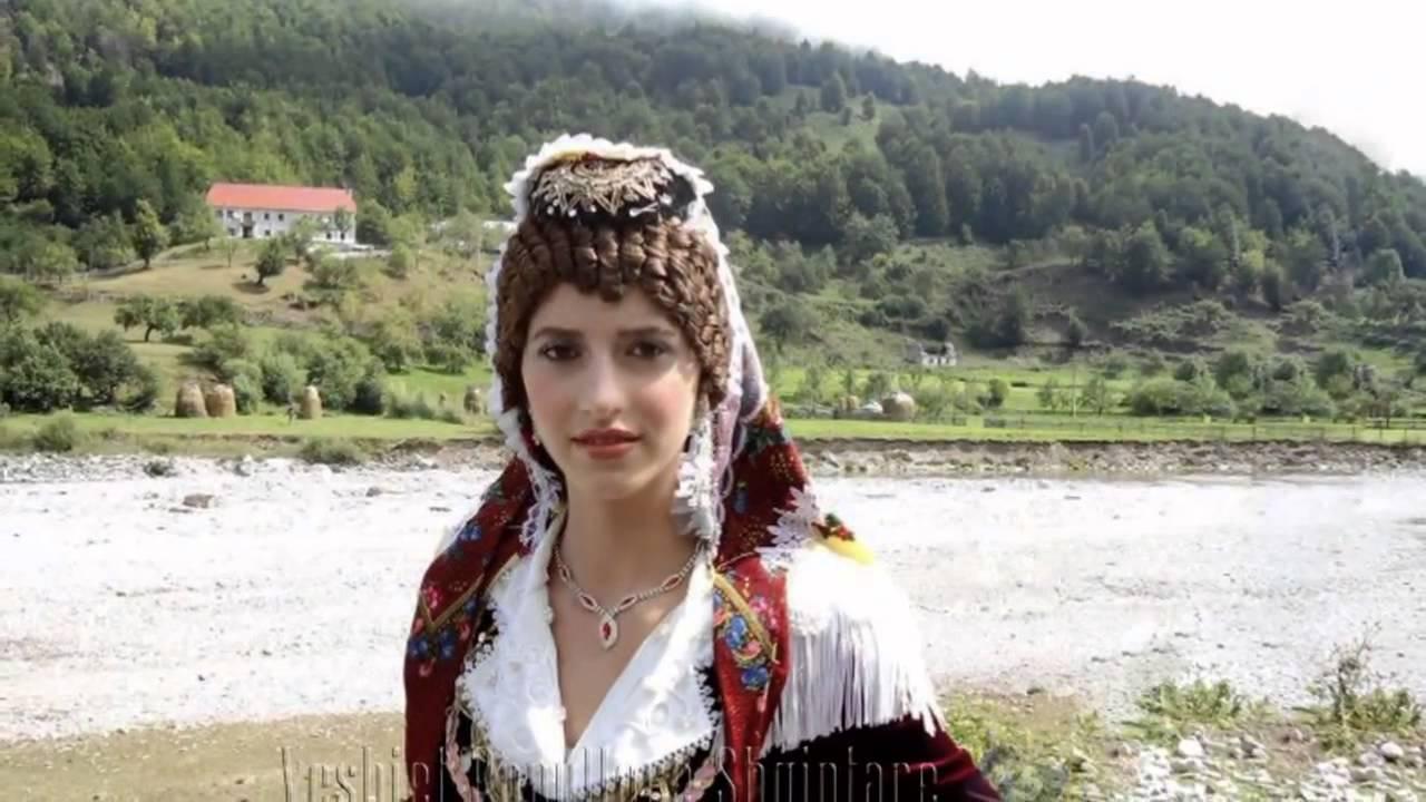 Traditional_folkore_dress_North_Albania.4.jpg