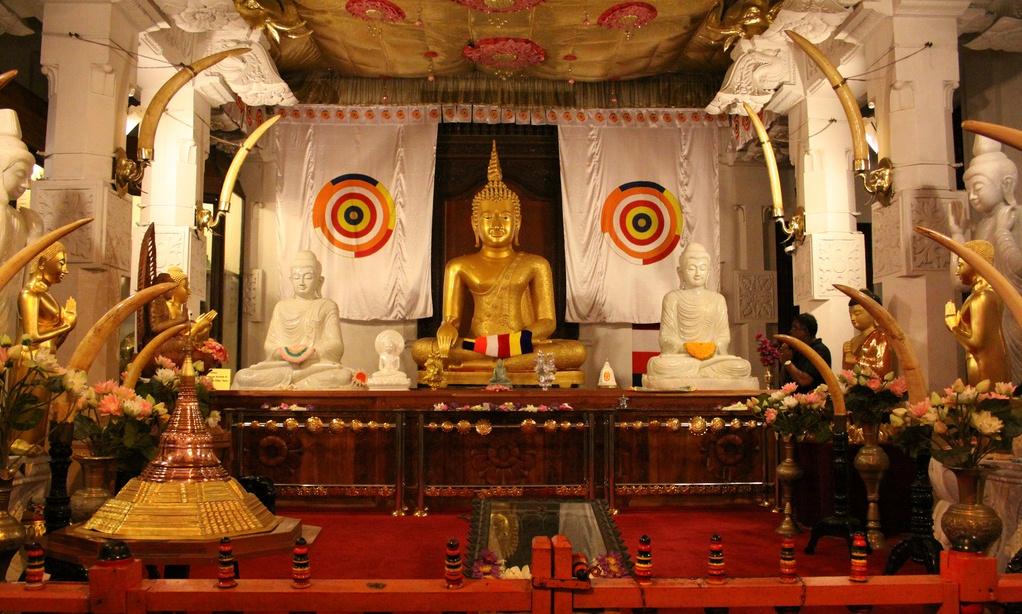 Sri Lanka Kandy Temple of Tooth (2).JPG