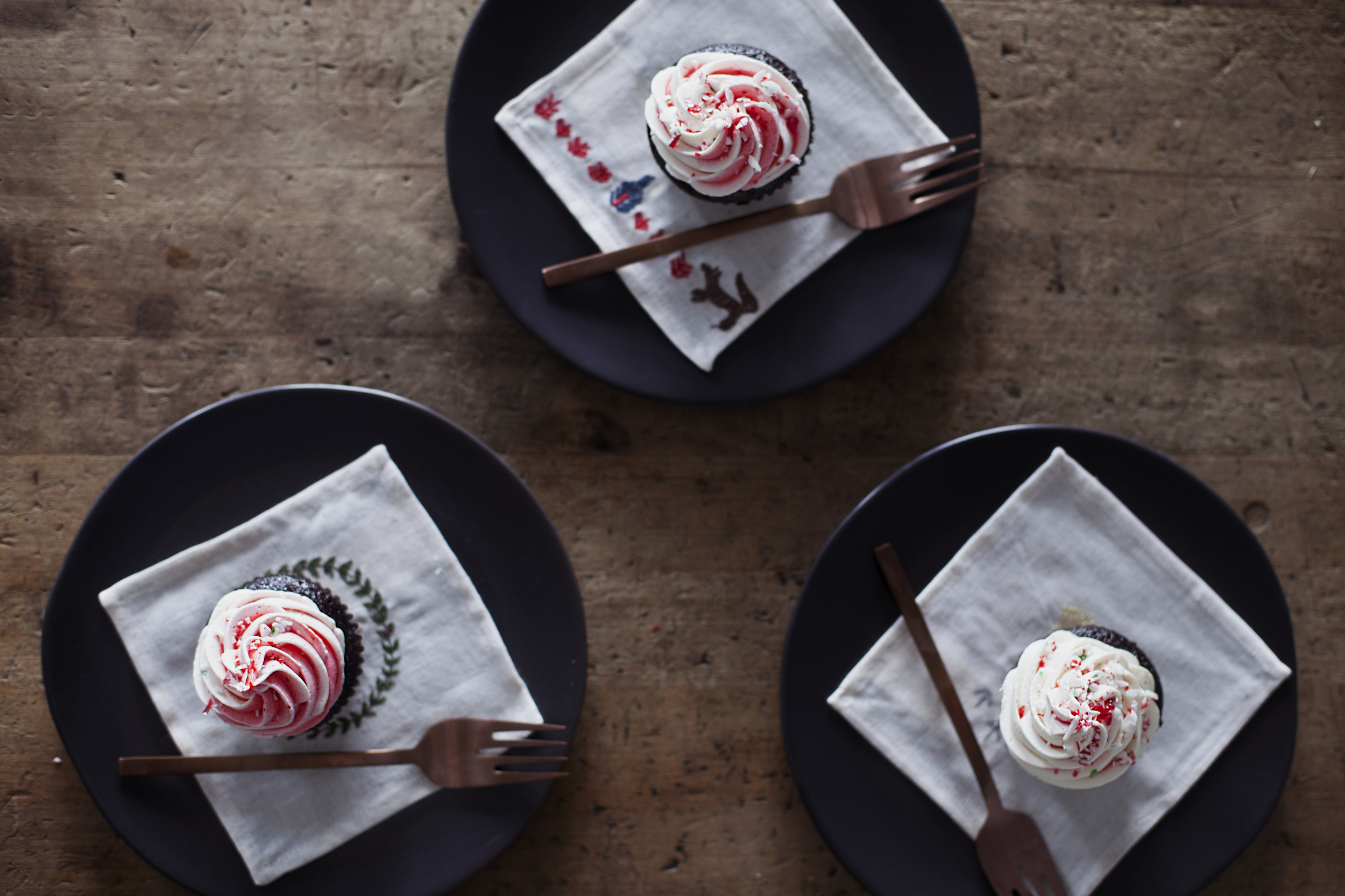 candy cane cupcakes x.jpg