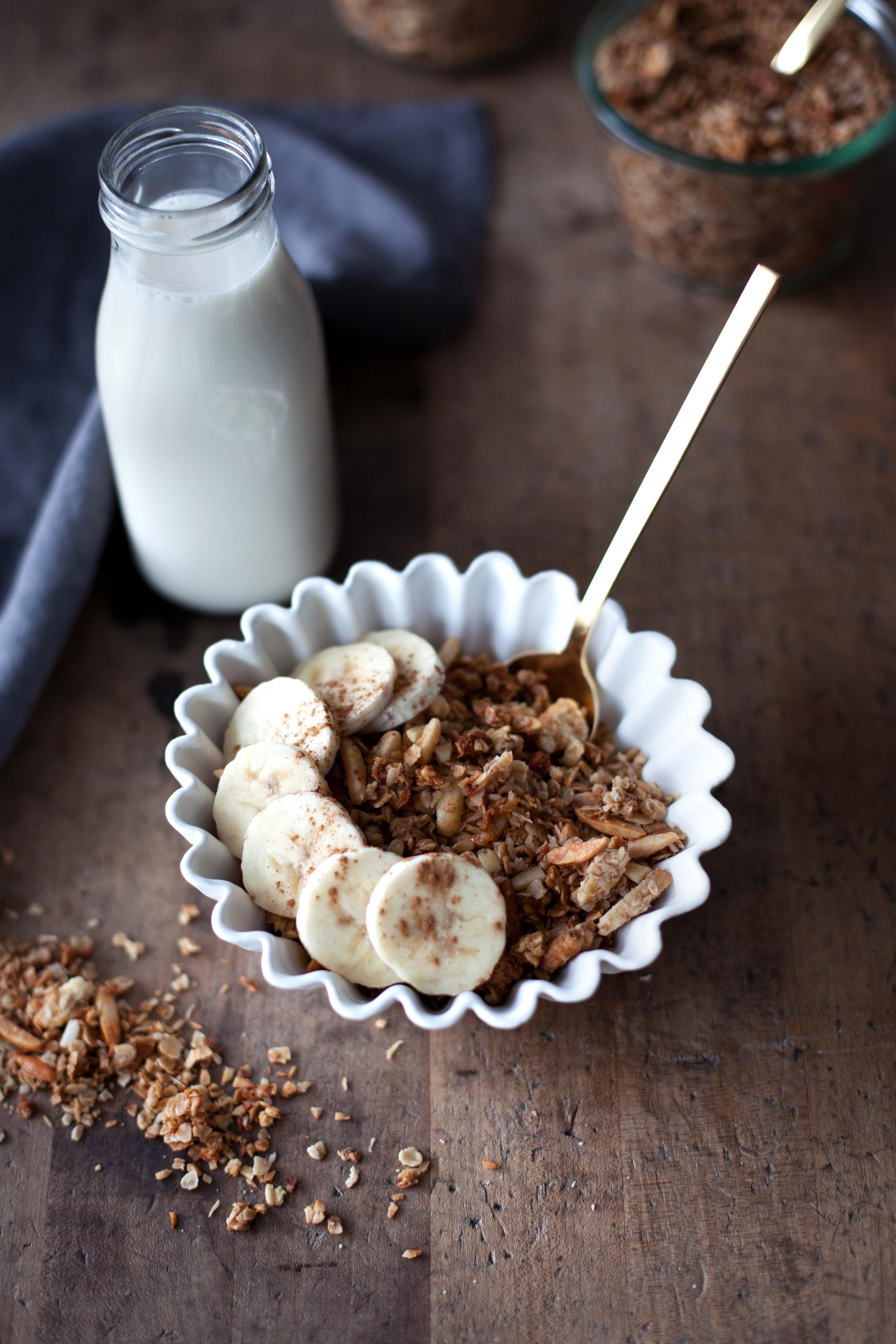 almond coconut granola viiii.jpg