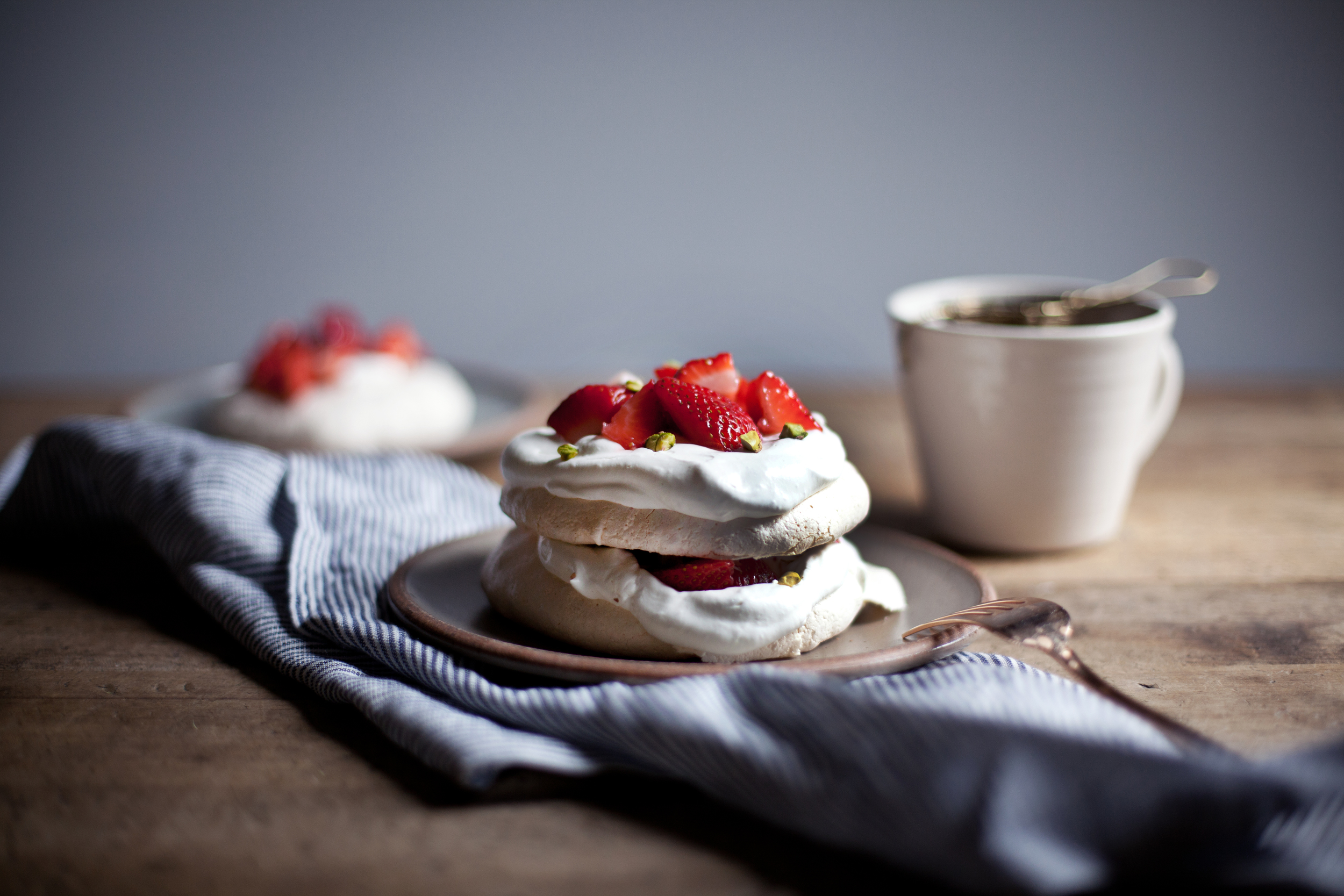 strawberry pistachio mini pavlova viiii.jpg